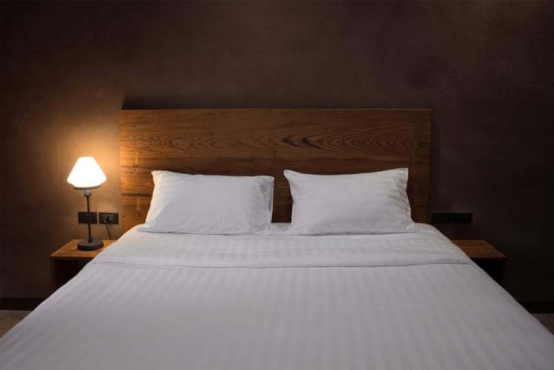 modern-bedroom-with-desk-lamp