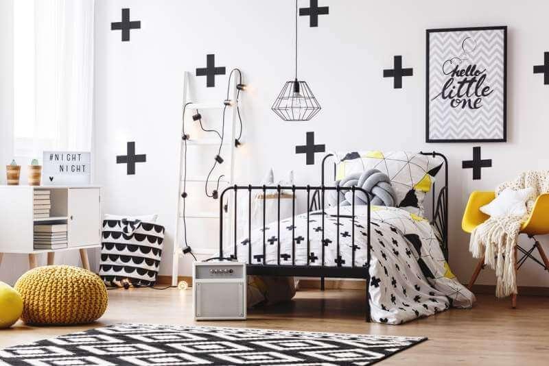 wallpaper-with-crosses-in-bedroom