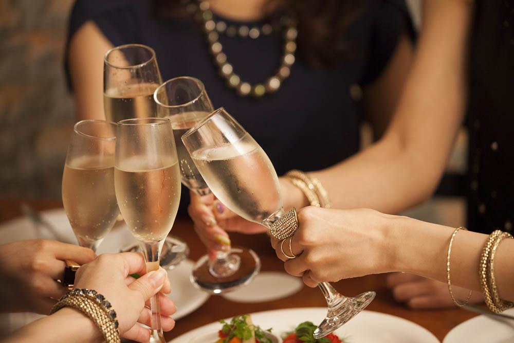 women-drinking-hangover-hacks