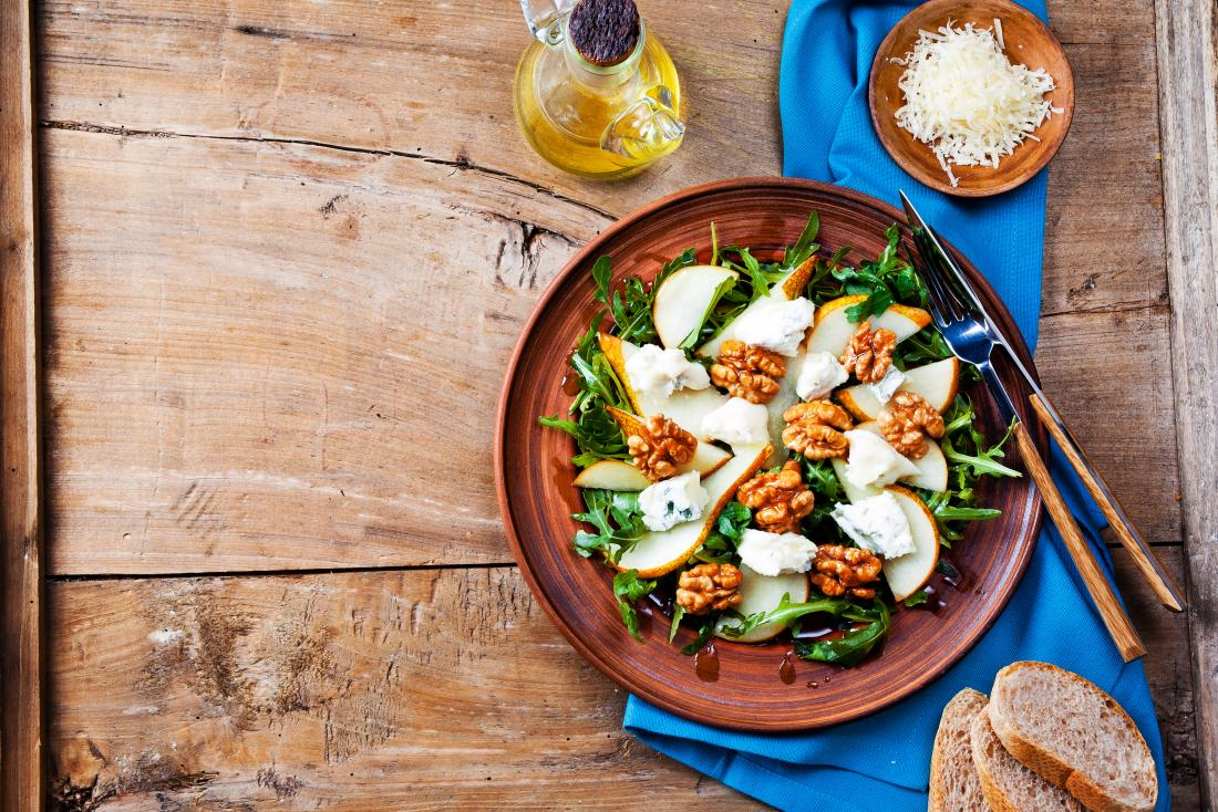 Walnut, apple and goat cheese salad