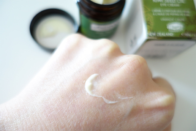 Antipodes Kiwi Seed Oil eye cream - texture