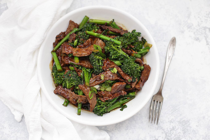 Low-carb high-protein dinner: Healthy beef and broccoli