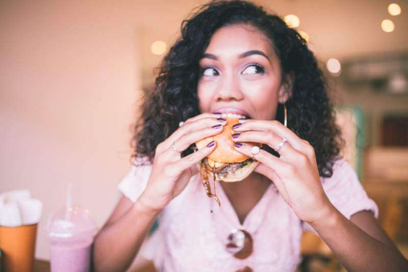 burger-eating-women