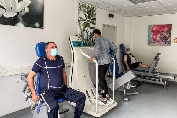 Patients exercise at the Dieulefit Santé clinic in France.
